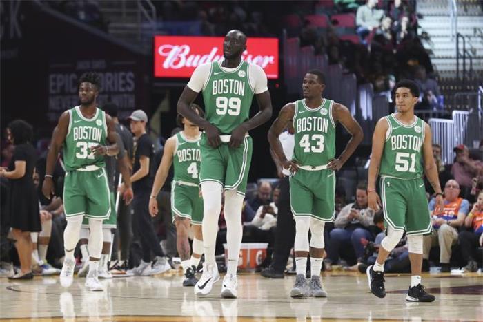 ¡Qué abusón! El gigante Tacko Fall impone sus 2,26 en la liga de desarrollo de la NBA